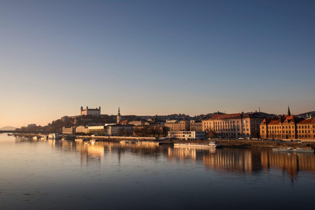 Bratislavský hrad pri západe Slnka