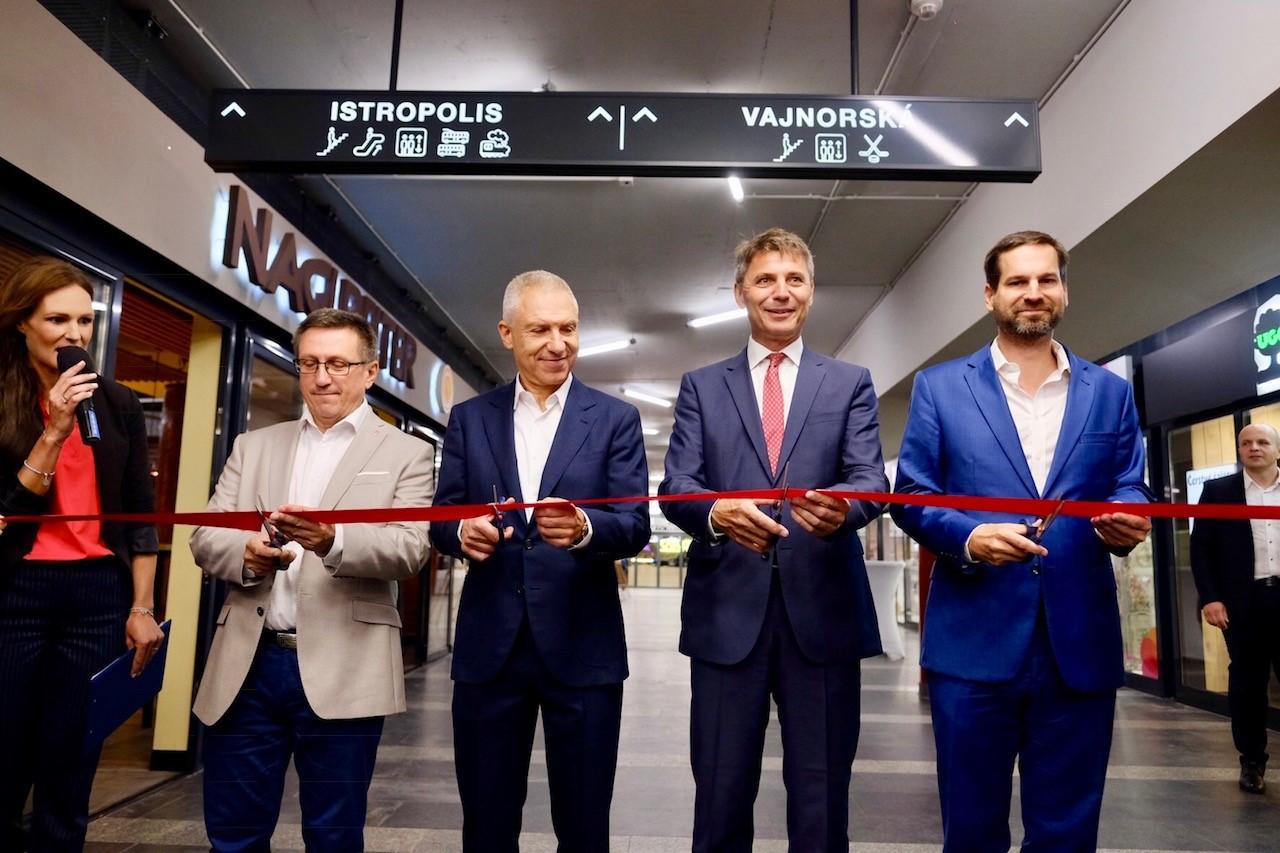 Slávnostné otvorenie podchodu Trnavské mýto - páska