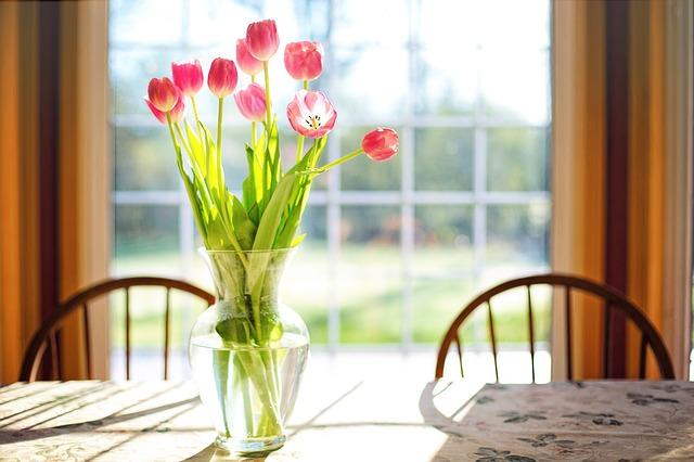 Naaranžované kvety v interiéri