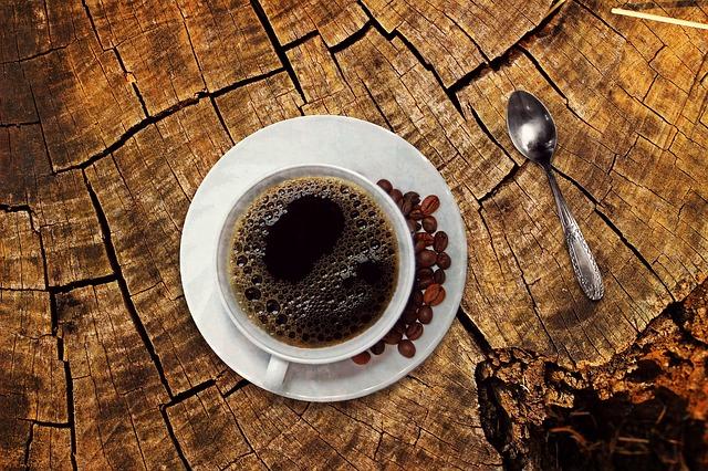 Šálka čiernej kávy
