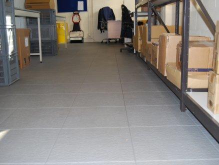 podlahy do skladov